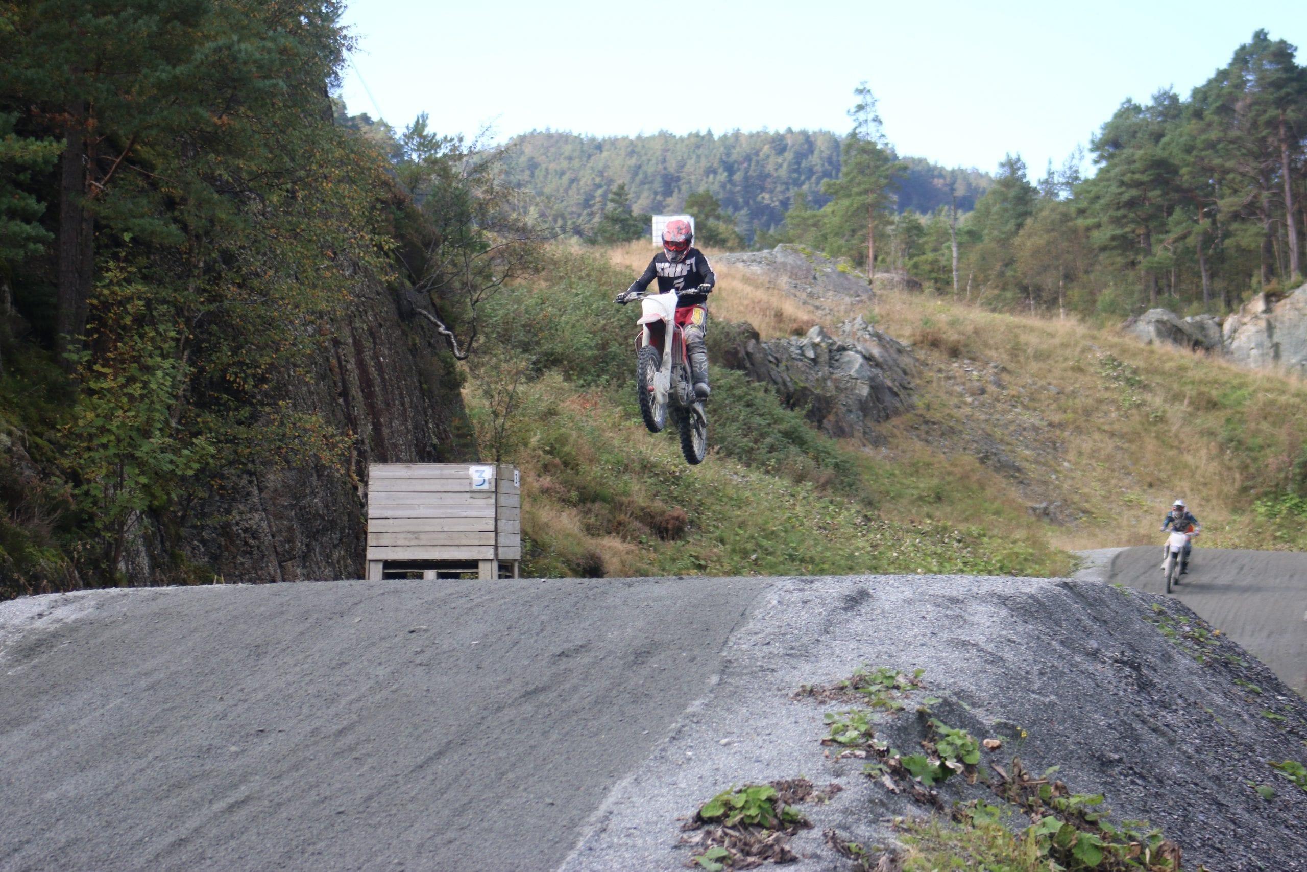 Tør du trå ekstra hardt til? Motocross Stord folkehøgskule