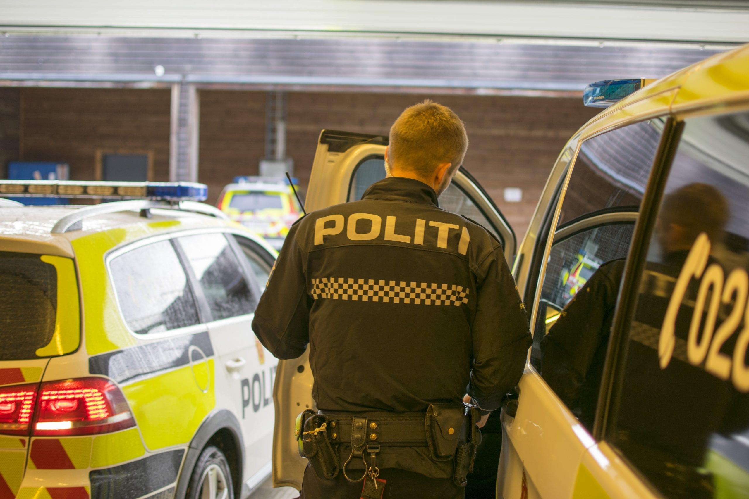 Omvising med Stord Lennsmannskontor. Politikonstabler forteller om arbeidet til politi og vekter-elevene. Stord folkehøgskule