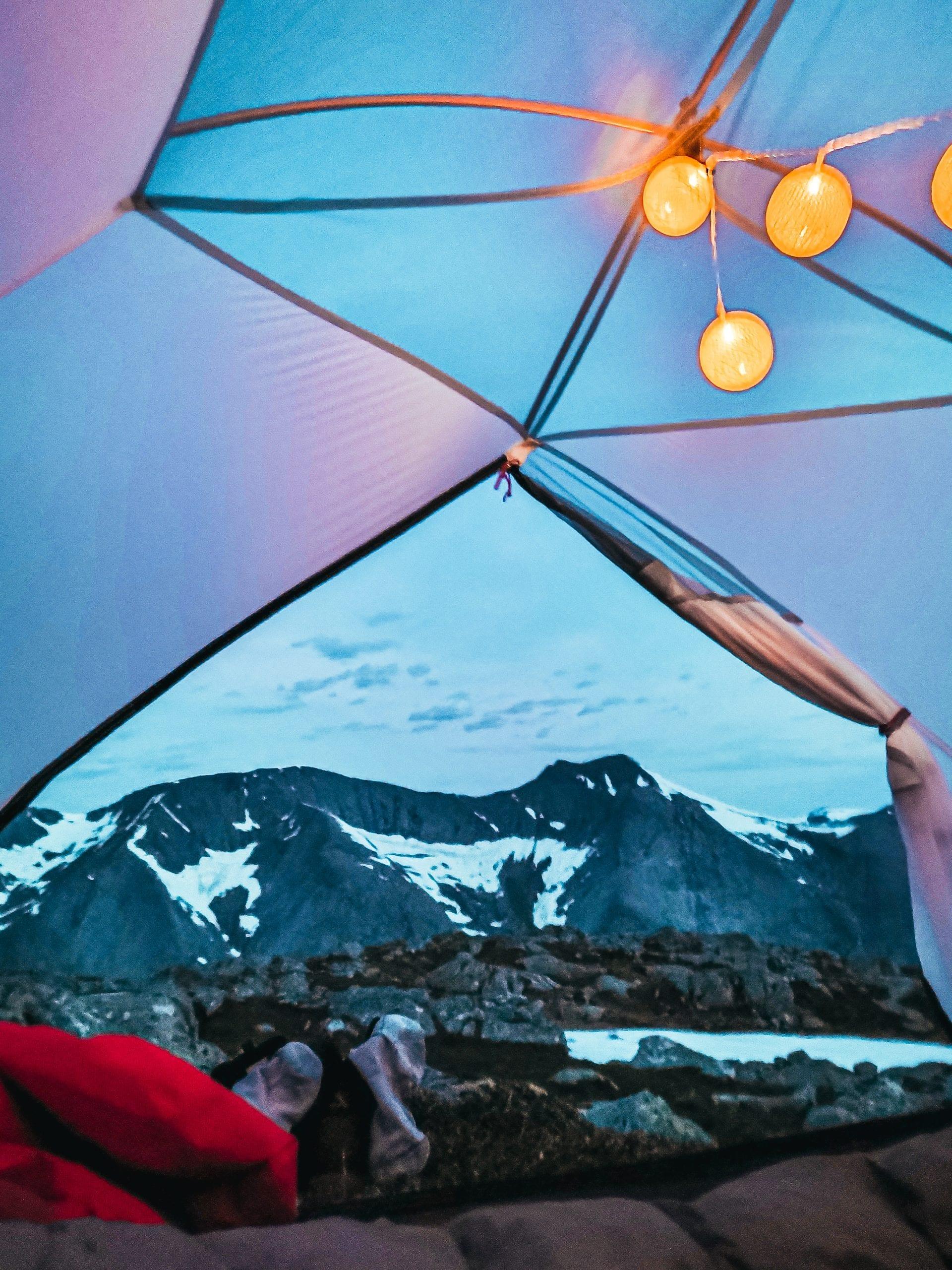 Lysende morgon frå teltet