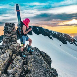 Om du er dristig nok kan du bli med på kveldtur i dei snødekte fjella. Ski, vinter og friluftsliv, Stord folkehøgskule